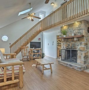 Poconos Home With Grill 20 Mi To Camelback Mtn Resort photos Exterior