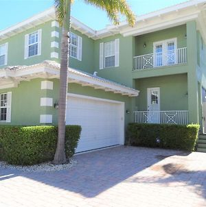 357 Tierra Mar Lane - Village Place- Beautiful!- 1 Week Minimum photos Exterior