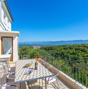 Villa With 4 Bedrooms In Dobrinj With Private Pool Furnished Terrace And Wifi 5 Km From The Beach photos Exterior