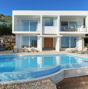 Arenal D'En Castell Villa Sleeps 8 With Pool Air Con And Wifi photos Exterior