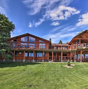 Lavish Lakefront Lodge W/Dock, Yard & Hot Tub photos Exterior