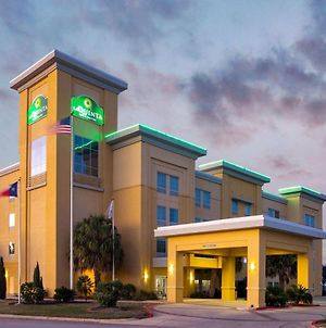 La Quinta Inn & Suites By Wyndham Pearsall photos Exterior