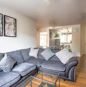Restful Apartment In London Near Westfield Shopping Centre photos Exterior