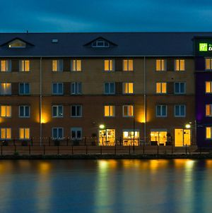 Holiday Inn Express Cardiff Bay photos Exterior
