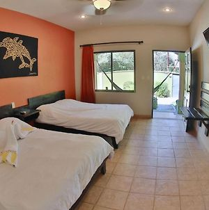 Affordable Comfort In A 2-Bed Hotel Room In Potrero With Pool - Tv And Ac photos Exterior