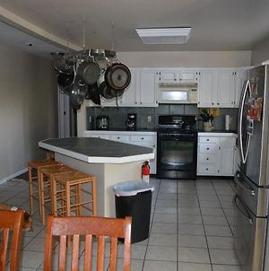 Nicely Furnished Home, Walking Distance To Golf photos Exterior