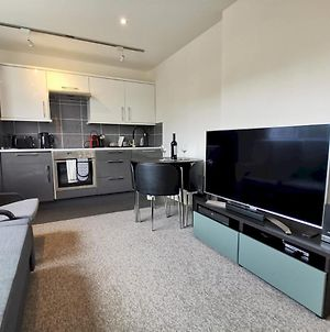 Newly Renovated Ideally Situated 2 Bedroom Flat photos Exterior