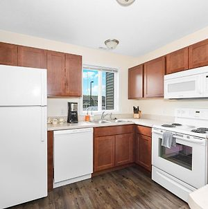 ✵ Contemporary 2 Bedroom Apt. @ Holiday Village ➠ Unit 3889 ✵ photos Exterior