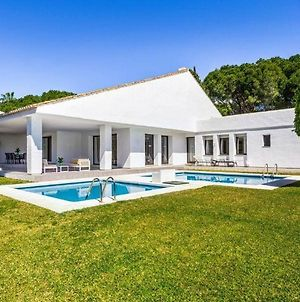 Playa Duque Marbella Holiday Home Sleeps 10 With Pool And Air Con photos Exterior