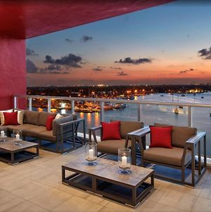 Luxury Bay Front Master One Br Rooftop Pool photos Exterior