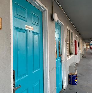 Tiki Lodge Modesto - 24 Hour, No Deposit, Pets Stay Free photos Exterior