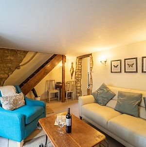 A Cosy Dog Friendly Cottage With Exposed Cotswold Stone photos Exterior