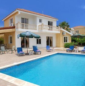 Villa In Pegeia Sleeps 6 Includes Swimming Pool Air Con And Wifi photos Exterior