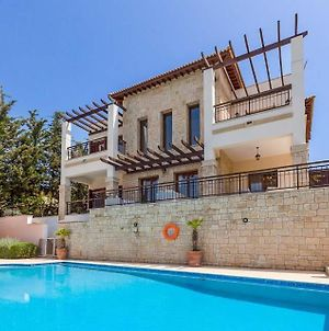 Kouklia Villa Sleeps 10 With Pool Air Con And Wifi photos Exterior