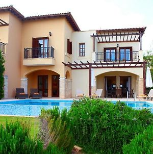 Kouklia Villa Sleeps 6 With Pool Air Con And Wifi photos Exterior