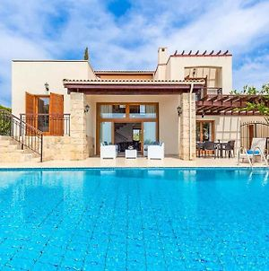 Villa In Kouklia Sleeps 6 Includes Swimming Pool Air Con And Wifi 7 photos Exterior