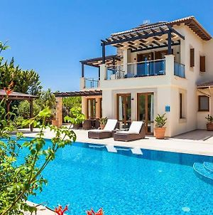 Kouklia Villa Sleeps 8 With Pool Air Con And Wifi photos Exterior