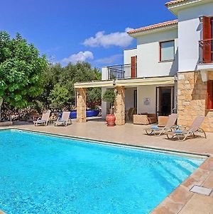Villa In Kouklia Sleeps 6 Includes Swimming Pool Air Con And Wifi 0 photos Exterior