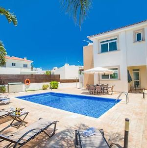 Protaras Villa Sleeps 6 With Pool And Air Con photos Exterior