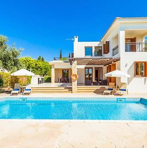 Villa In Kouklia Sleeps 6 Includes Swimming Pool Air Con And Wifi 3 1 photos Exterior