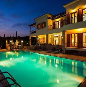 Villa In Kouklia Sleeps 10 With Pool Air Con And Wifi photos Exterior