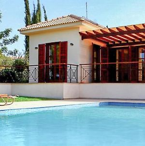 Villa In Kouklia Sleeps 6 Includes Swimming Pool Air Con And Wifi photos Exterior