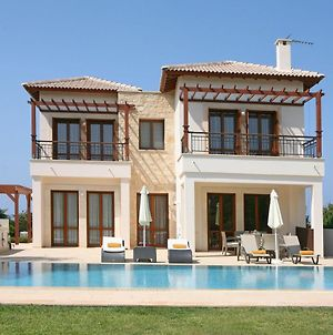 Villa In Kouklia Sleeps 4 Includes Swimming Pool Air Con And Wifi 2 photos Exterior