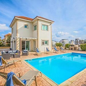 Villa In Protaras Sleeps 6 With Pool And Air Con photos Exterior