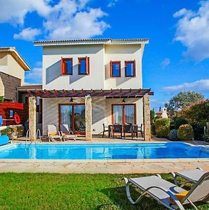 Villa In Kouklia Sleeps 6 Includes Swimming Pool Air Con And Wifi 3 4 photos Exterior