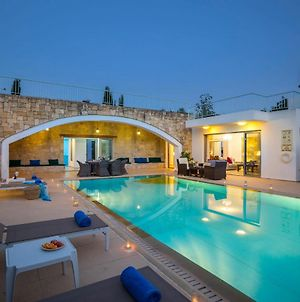 Giolou Villa Sleeps 6 With Pool Air Con And Wifi photos Exterior