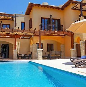 Villa In Kouklia Sleeps 6 Includes Swimming Pool Air Con And Wifi 8 photos Exterior