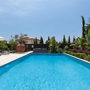 Villa In Kouklia Sleeps 6 Includes Swimming Pool Air Con And Wifi 2 photos Exterior