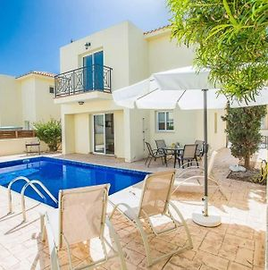 Villa In Protaras Sleeps 6 Includes Swimming Pool And Air Con 7 photos Exterior