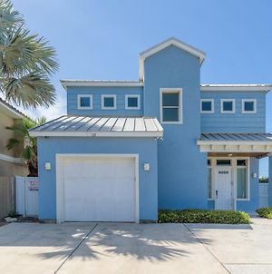 Capricorn - 3 Bedrooms Condo With Private Pool, Easy Walk To The Beach Sleeps 6 photos Exterior
