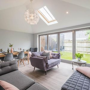 Stylish Family Home By Twickenham Stadium photos Exterior