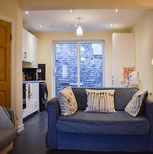 Nicely Renovated 2 Bedrooms Near O'Connell Street photos Exterior