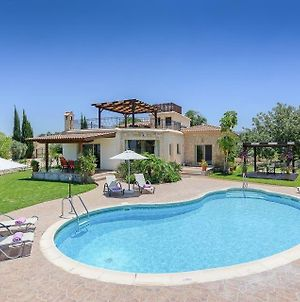 Villa In Latchi Sleeps 6 Includes Swimming Pool Air Con And Wifi 5 photos Exterior