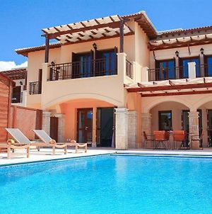 Villa In Kouklia Sleeps 4 Includes Swimming Pool Air Con And Wifi 4 photos Exterior