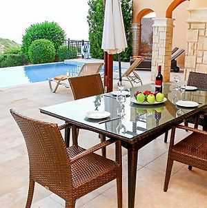 Villa In Kouklia Sleeps 6 Includes Swimming Pool Air Con And Wifi 1 9 photos Exterior