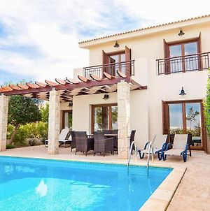 Villa In Kouklia Sleeps 6 Includes Swimming Pool Air Con And Wifi 1 photos Exterior
