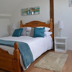 Chambres D'Hotes - Hirondelle Farm, 2 Beautiful One Bedroom En-Suite Private Apartments In Detached Building, 1 With Self Catering Option photos Exterior