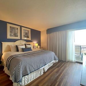 Gorgeous Lake View Deluxe Condo @ The Shores photos Exterior