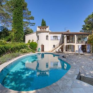 Classy Villa In Lorgues With Terrace, Courtyard photos Exterior