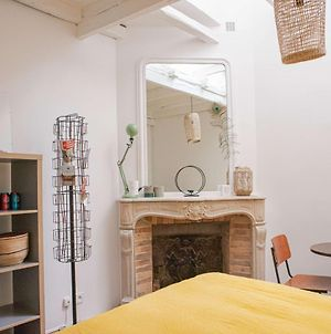 Cozy, Well-Equipped Studio In Montmartre For 2! photos Exterior