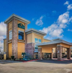 La Quinta Inn & Suites By Wyndham Beeville photos Exterior