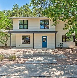 Modern Austin Home With Yard About 1 Half Miles From Acl! photos Exterior