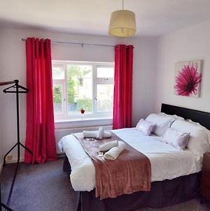 4 Bedroom House Sleeps Up To 10, Free Parking Free Wifi photos Exterior