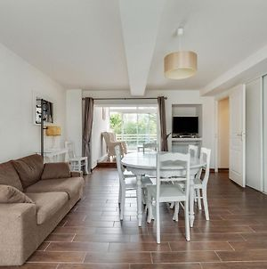 Cozy Holiday Home In Colleville Nearby Sea photos Room