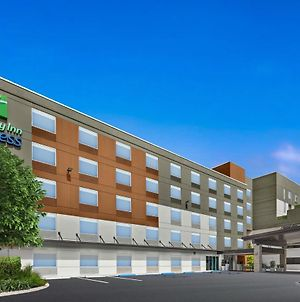 Holiday Inn Express Cruise Airport, An Ihg Hotel photos Exterior