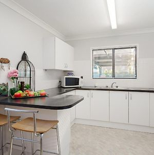 Lorikeet Retreat, 2/117 Tomaree Rd - Pet Friendly, Air Conditioned Holiday House photos Exterior